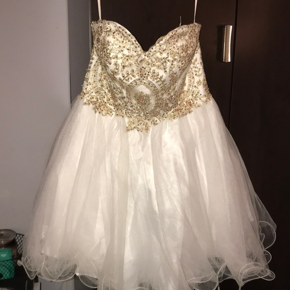Dresses & Skirts - Short homecoming dress